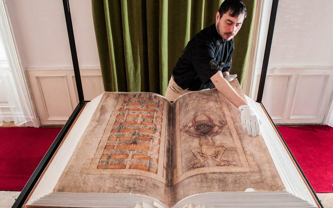 А вы знали что самой больших книгой является Библия?